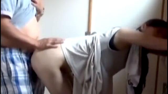 【個人撮影】素人妻、間男と自宅で不倫パコしてザーメンをぶっかけられるww