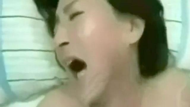 【個人撮影】五十路熟女がイキすぎて号泣「もうダメぇぇえ!」感激のアクメ!