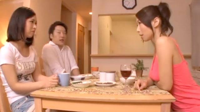 淫乱爆乳ママが娘の彼氏を露骨に誘惑!チンポを横取りしてしまう 篠田あゆみ