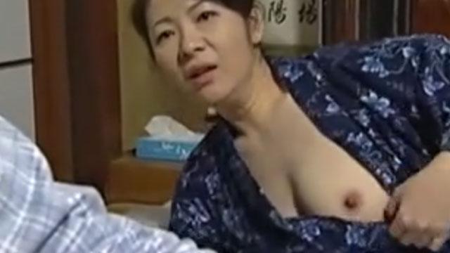 還暦義母、あなたに抱かれたいの!義息子を強引に布団へ誘い逆夜這いセックス