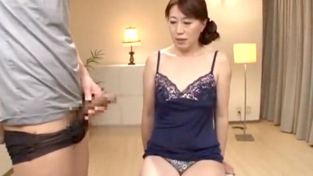 【人妻センズリ鑑賞】すっごい元気なおちんちん(ゴクリ…)