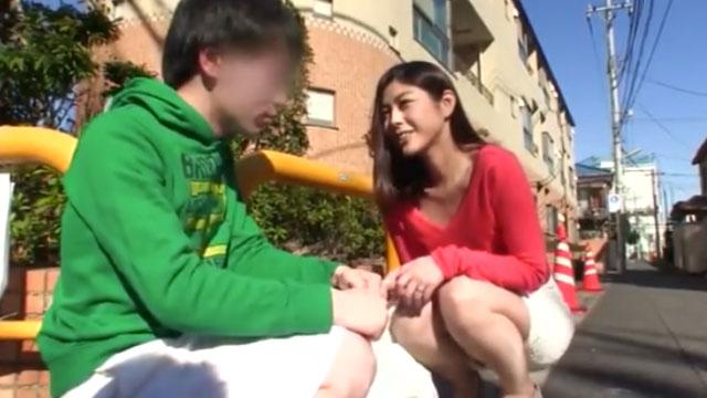 ショタ奥さん、少年を連れ込み小さいチンポを堪能中出しアクメww 卯水咲流