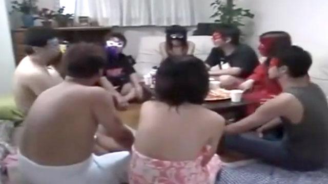 【スワッピング乱交パーティ】4組の中年夫婦がくんずほぐれつヤリ倒す性の宴!