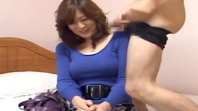 【センズリ鑑賞】「あらやだスゴくおっきぃ❤」ドスケベ女に豹変する奥さん