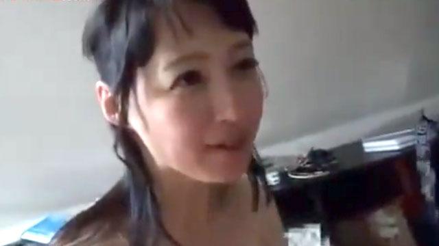 五十路美熟女さん、息子よりも若い童貞ちんぽこを筆下ろし 安野由美