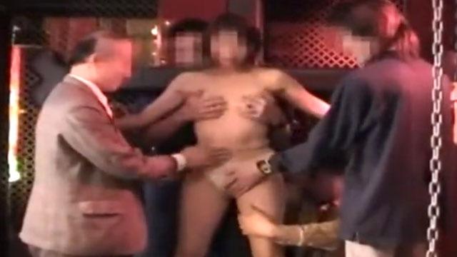 ハプニングバーで撮影した人妻拘束乱交プレイ映像が生々しすぎる!