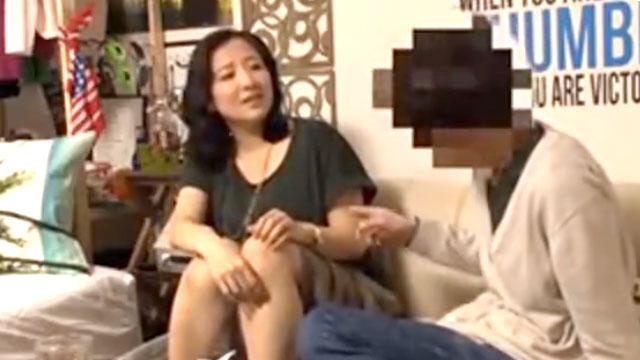 【盗撮熟女】ナンパされて不倫セックスに溺れる姿が露呈!