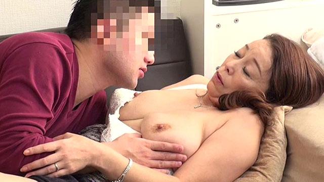 【熟女ナンパ】「若いチンポきもちぃ好きぃ❤」50代スケベおばさんに中出し!