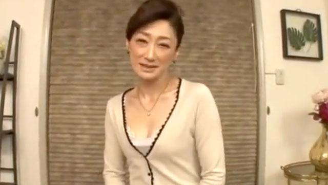 【不倫中出しアクメ】清楚な佇まいな塾講師の裏の顔…! 江口容子
