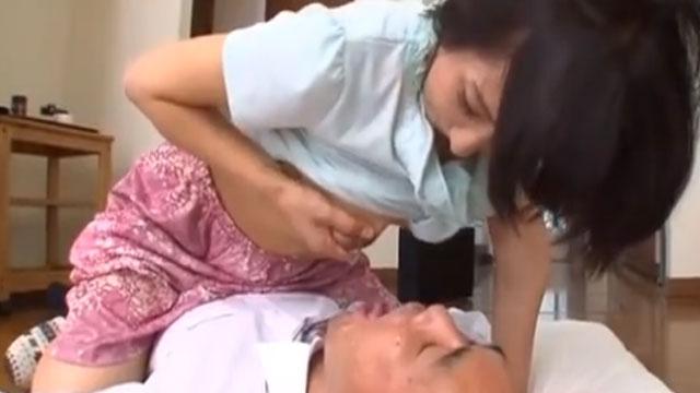 不倫奥さん、母乳を間男に与えてしまうwwwww