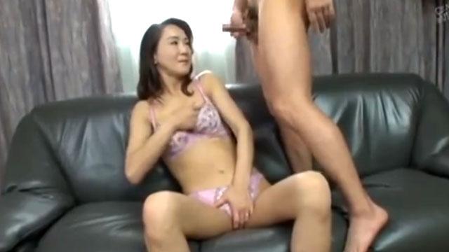 五十路おばさん、センズリ鑑賞で膣が疼いて中出しセックスしてしまう