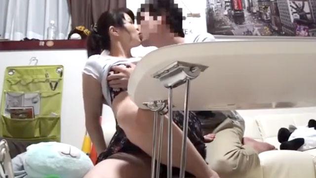 【ナンパ盗撮】若い男にナンパされたドスケベ人妻の不倫現場を隠し撮り!