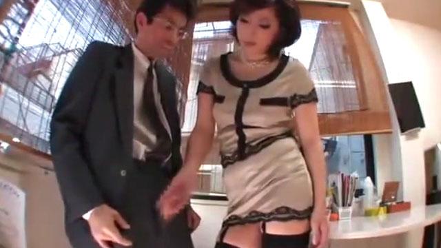 女性社長「勝手に射精したら減給よ」男性社員を呼び出しチンコを弄ぶ 横山みれい
