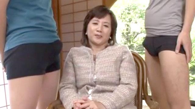 夫とのセックスが無くなった50代熟女がAV初撮り!若い肉棒に囲まれ発情! 淡路富士子