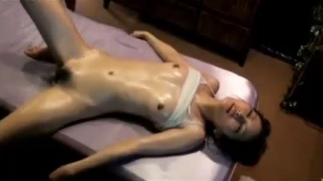 人妻「もう駄目イッグゥウ!」媚薬漬け中出しセックスで放心状態にwww