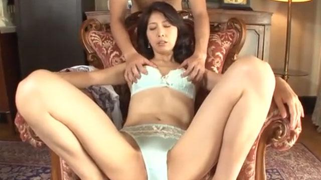 若々しい五十路美熟女がAV初出演でプロ男優とのセックスに興味津々 河村ゆきの