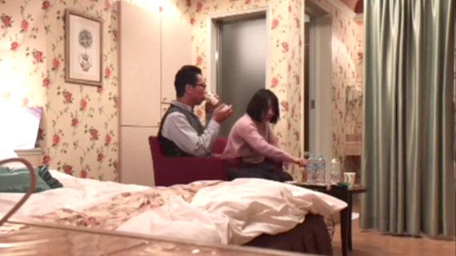 【盗撮】人妻が間男と密会!生々しい不倫現場映像!