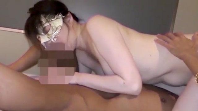 欲求不満アラフォー熟女が他人棒に貪りついて不倫セックスに酔いしれる!