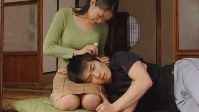 夫が亡くなっても、弱み1つ見せない母に息子が欲情して… 友田真希
