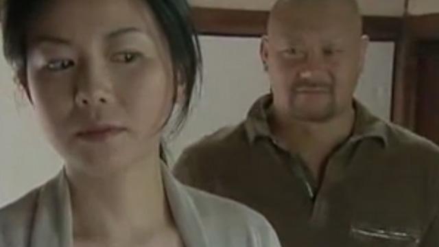 浅井舞香 ガラの悪そうな男に部屋に侵入され下半身を握らさせられ…