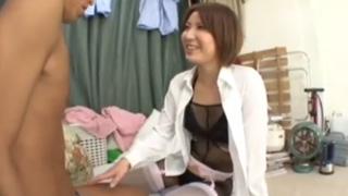 童貞クンの自宅に唐突にやってきた人妻が筆おろしするエロ企画