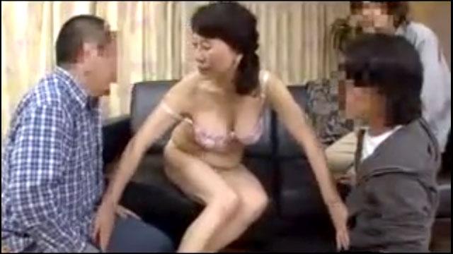 底なしの性欲!還暦ババアが次々と童貞チンポを筆おろしww 小澤喜美子