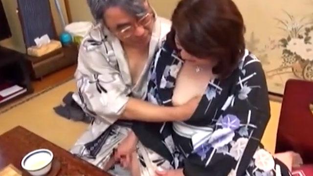 「なぁ…スケベしようや」還暦夫婦が温泉旅行で久々のセックスに燃え上がる!