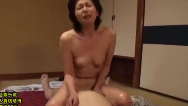 還暦熟女「今日は中で出して!」旅先で開放的になり絶頂セックス 大竹かずよ