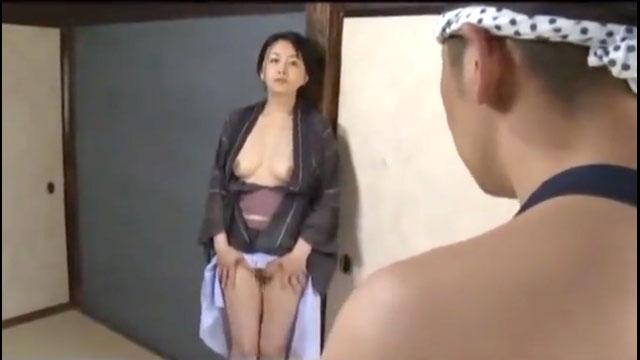 【浅井舞香】欲求不満妻の不倫、部屋に大工職人を誘い込みチンポをハメさせる