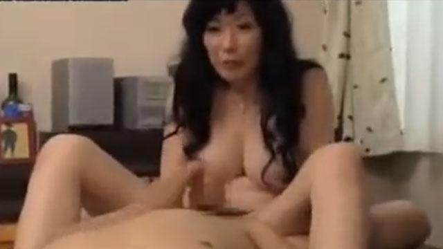 還暦間近なのに見た目も性欲も若い淫乱痴女、若い男のチンポを弄び膣内受精 星杏奈