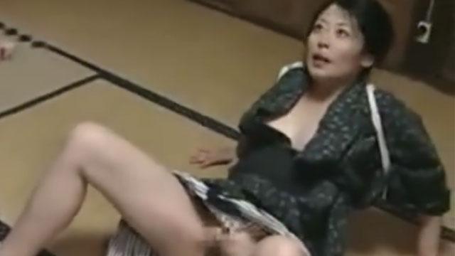 【近親相姦】「オマンコ舐めなさい」息子のチンポをしゃぶり快楽を求める熟女