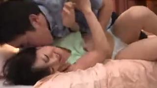 篠宮千明 DVの気がある悪い娘の彼氏に強引に犯される美人ママ