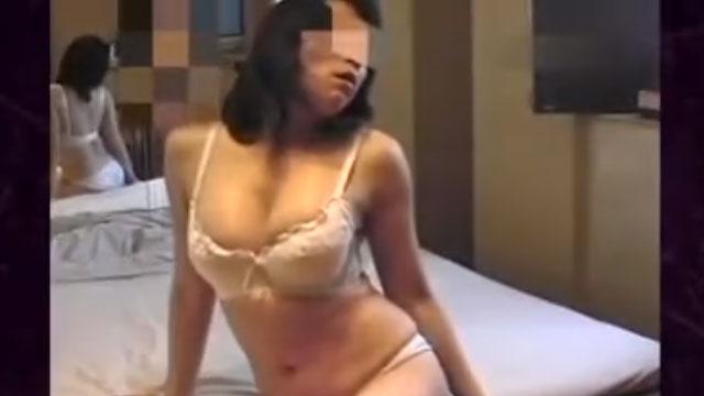 【個人撮影】五十路熟女ハメ撮り、ラブホで生々しい不倫行為