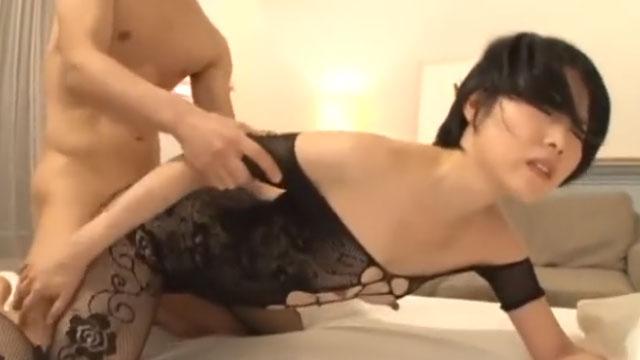 スレンダー貧乳ミニマムボディのロリ妻、性欲旺盛で中出しアクメ 櫻井菜々子