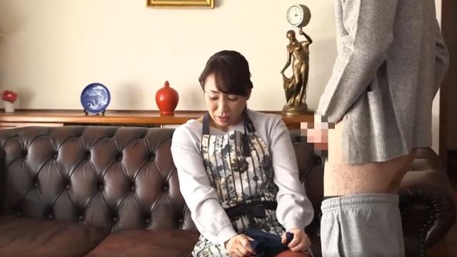 【近親相姦】未亡人妻、息子のオナニー後の下着を見て興奮し禁断セックスへ 藤澤美織