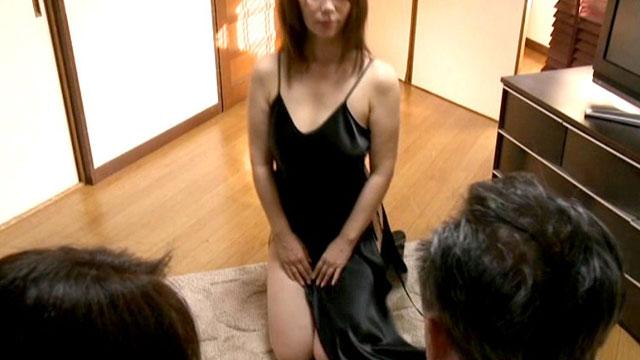 【人妻スワッピング】「アナタ見てる?イグーッ❤」夫婦交換NTRセックス!