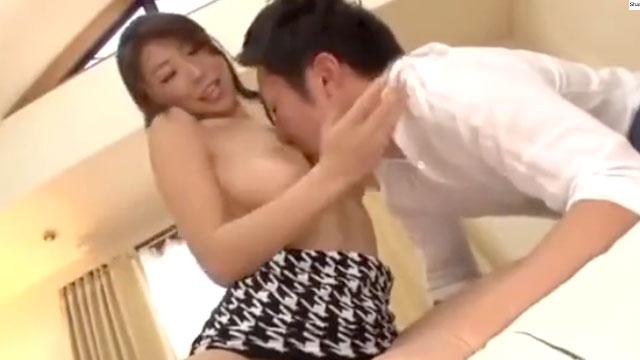 えちえちママさん、娘の彼氏を寝取って中出しさせるwww 篠田あゆみ