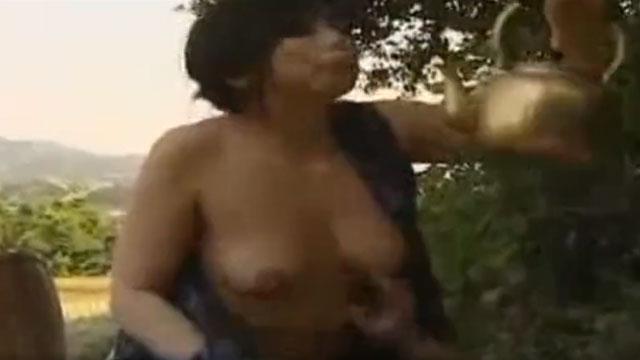 ド田舎の夫妻、ムラムラしたから農作業を中断し青姦セックスで自由過ぎるwwww