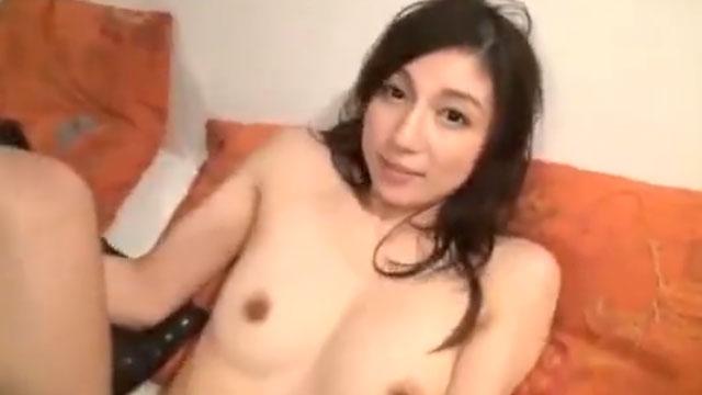 【長谷川栞】美人すぎる人妻が自宅で夫に隠れて3P不倫セックス、息を殺して絶頂アクメ!