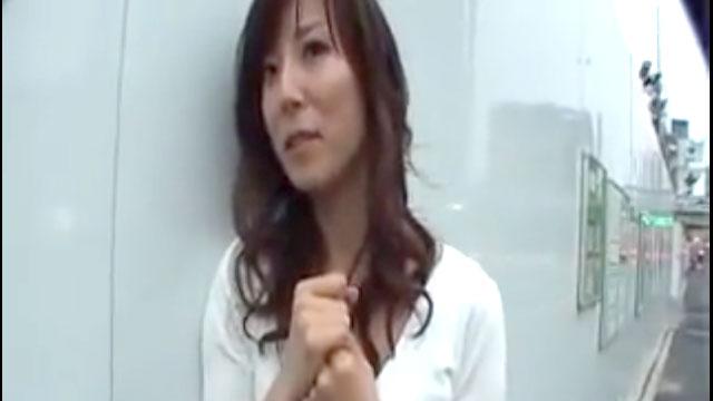 【澤村レイコ】四十路熟女ナンパ3P!強制中出し発射!