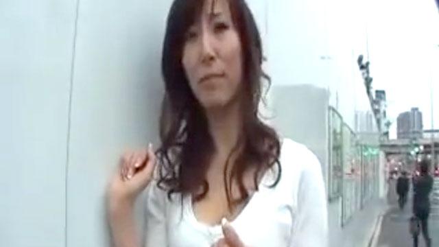 三十路妻ナンパ、ノリで3P不倫セックス無責任な中出しアクメww