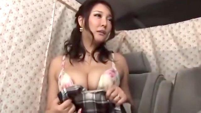 美形爆乳奥さん、ナンパされ不倫セックスでイキまくり中出しアクメww