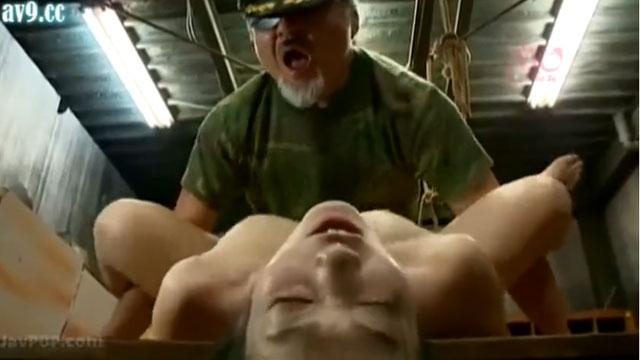 人体実験か!?拉致られた人妻、注射を打たれて次々と中出しキメセク