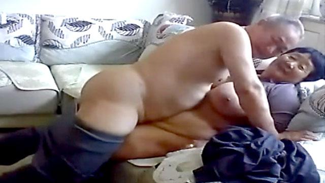 【個人撮影】還暦越え夫婦が自ら撮影したセックス映像www