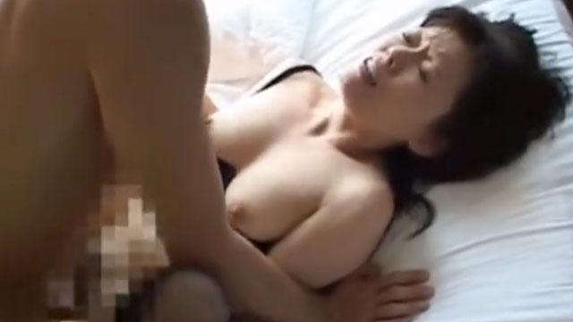 「ザーメン欲しいの」三十路奥さん、昼間っから不倫セックスで絶頂