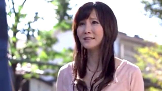 【赤坂ルナ】母の友人が酔った勢いでチンポをむしゃぶりザーメンを絞り尽くすw