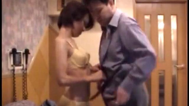 【個人撮影】四十路パート主婦が部長が激しく不倫セックスする生々しい映像