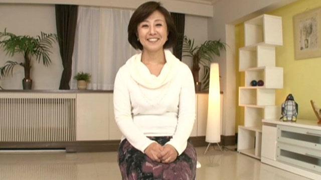 五十路熟女初撮り、オナニーでマジイキご無沙汰チンポを咥え込む! 柳田和美
