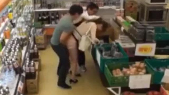 完全犯罪レイプ!買い物中の人妻に媚薬入りチンポをハメた結果www