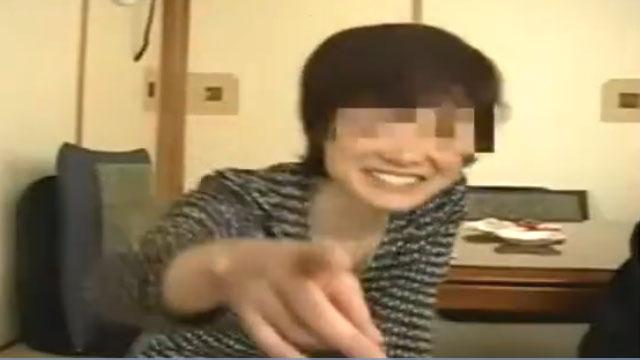 【個人撮影】「若いチンポ最高ぉ❤」息子の友達とのセックスに溺れる淫乱おばさん!